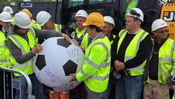 signing giant football