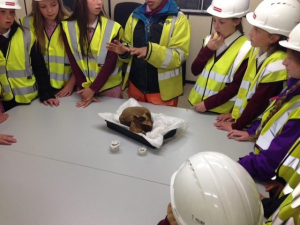 kids looking at preserved skull